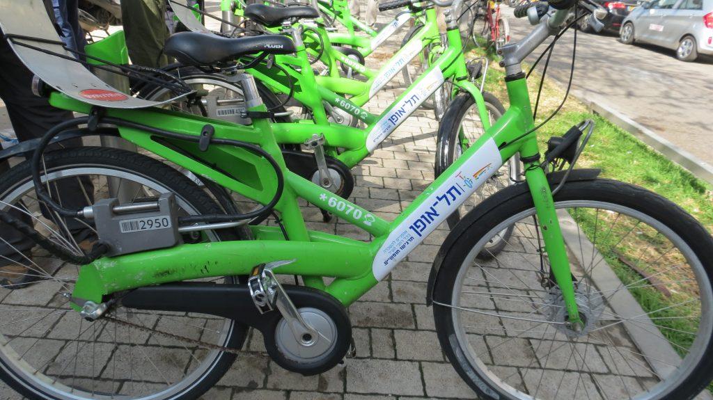 אופניים ירוקים להשכרה בשורה
